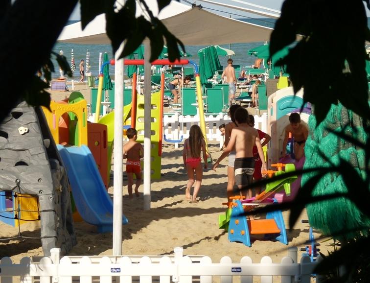 parco giochi in spiaggia hotel alba adriatica